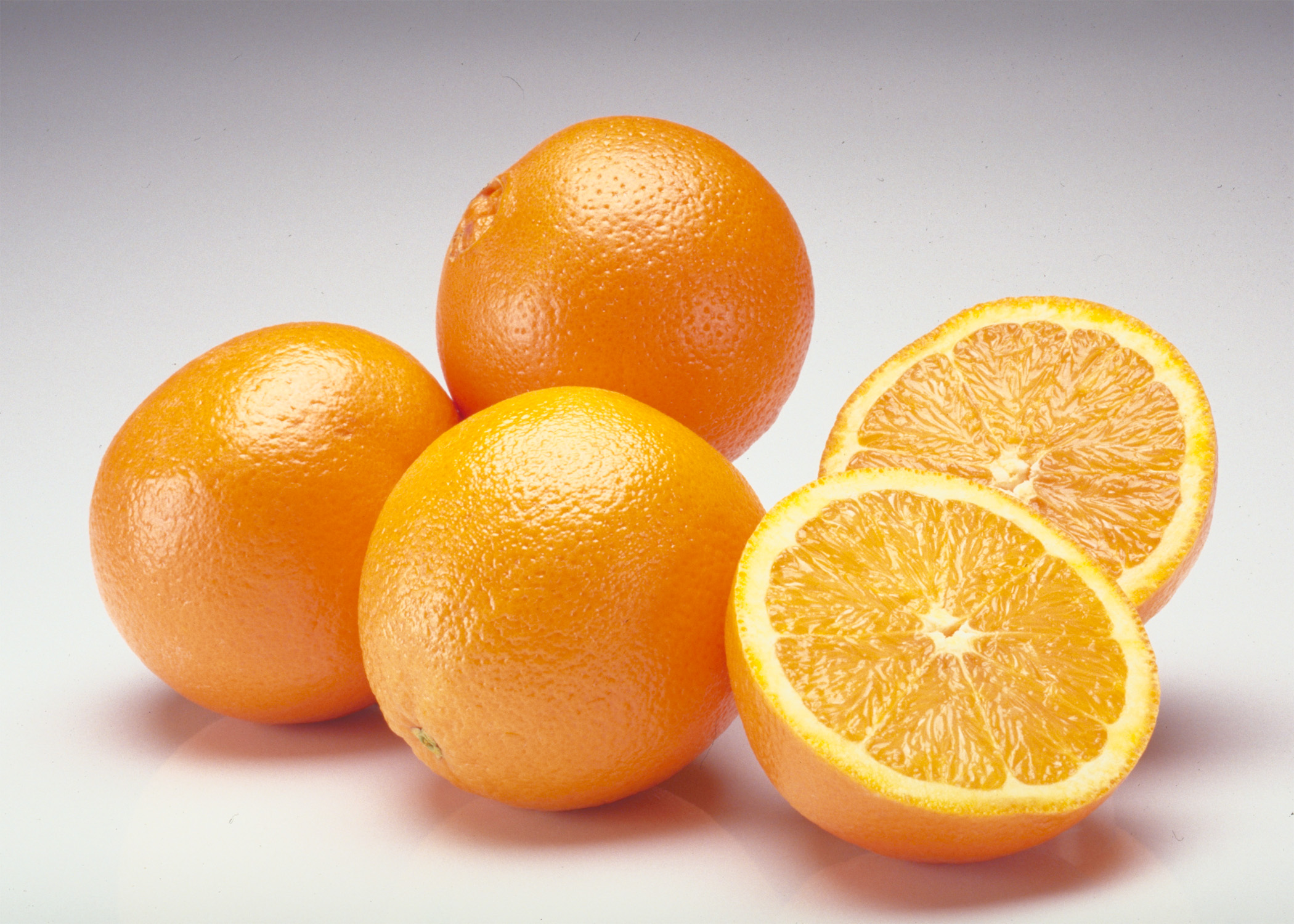 Top 13 Health Benefits of Oranges: No Wonder They're So Popular!